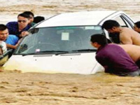 Gujarat floods: Citizens stay in as sky rains down woes